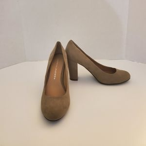 Chinese Laundry Tan Faux Suede Pump